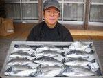 3月28日 ダゴチン釣りで島崎さん チヌ37㎝~27㎝を12匹