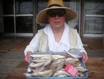 6月4日 ボート釣りで秋吉さん キス23㎝を頭に39匹 グチ26㎝前後3匹