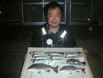6月26日 磯釣りで上野さん メイタ33㎝前後2匹 アジ23㎝前後9匹 サヨリ33㎝ メバル20㎝