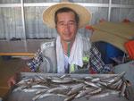 7月17日 ボート釣りで手島さん キス23㎝を頭に69匹