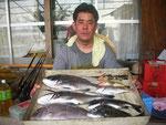 8月28日 ダゴチン釣りで柴田さん マダイ44.3㎝ チヌ44㎝を頭に4匹