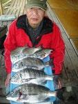 2月25日 ダゴチン釣りで立野さん チヌ41㎝~28㎝を6匹