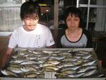 7月31日 ボートからのサビキ釣りで川本夫婦 アジ25.5㎝を頭に47匹