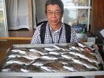 7月22日 ダゴチン釣りで内田さん チヌ35㎝を頭に25匹
