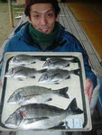 2月20日 ダゴチン釣りで木下さん チヌ44㎝~25㎝を6匹