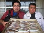 7月28日 ボート釣りで稲田さんと宮本さん キス24㎝を頭に58匹