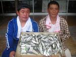 6月25日 ボート釣りで藤原さんと中原さん ハダラ15㎝前後142匹