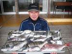 3月21日 ダゴチン釣りで西山さん 真鯛48㎝・チヌ47.2㎝を頭に16匹