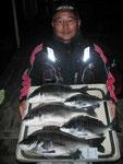 1月22日 磯釣りで野田さん 良型チヌ47㎝・46.5㎝・42㎝