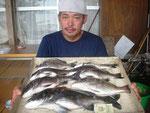 8月23日 ダゴチン釣りで髙浪さん 良型チヌ49㎝~30㎝を7匹