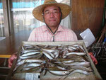 7月30日 ボート釣りで長谷さん キス23㎝を頭に76匹