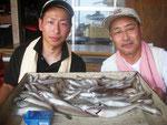 8月18日 ボート釣りで伊方親子 キス24.5㎝を頭に97匹