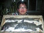 4月1日 磯釣りで滝本さん チヌ42㎝を頭に4匹