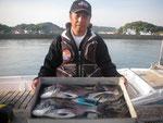 5月15日 磯釣りで内田さん ガバチヌ50㎝・47㎝ クロ28㎝~26㎝・4匹