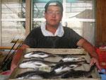 8月28日 ダゴチン釣りで森口さん チヌ40.5㎝を頭に6匹