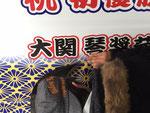 松戸市公用車琴奨菊号のラッピング施工の様子