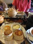 スコーンと紅茶とアップルパイ