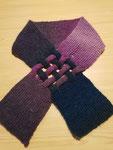 Schal gestickt mit verflochtenen Knoten