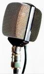 AKG D12: Das in den 50ern vorgestellte ist ein Meilenstein. Ursprünglich als Universal- (auch Gesangs!) Mikrofon gedacht, etablierte es sich Aufgrund seiner fetten Basswiedergabe  im Laufe der Jahre als das Bassdrum-Mic schlechthin. KULT!