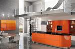 Cuisine Design aux couleurs brillantes vitaminées. Le camaïeu des meubles hauts montre les possibilités de personnalisation de notre gamme. L' îlot central aux extrémités arrondies offre beaucoup d'avantages. Plan de travail en granit - Laque Brillante