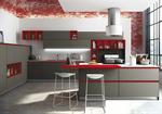 Cuisine au design Italien - Passe mains sans poignée - Meubles ouverts de couleurs rouges(niches) en harmonie avec la couleur des poignées