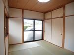 和室は新品の畳です。イ草の香りで癒やされてください♪