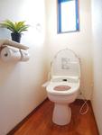 トイレはウォシュレット付きで、トイレットペーパー代が3分の1♪