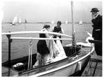 """Valk 2 """"Nimrod"""" in 1941 - Braassemermeer. Links Dons Bruynzeel, rechts Cees Bruynzeel jr. Op de wal dhr. Schuilenburg sr."""