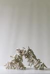 Die große Regsamkeit, Plastik aus Prozellanarme (ca. um 1900) & Kupferdraht, beweglich, 2014