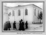 """Brody """"Neue Schul"""". Photo anonym, um 1910 Aus: Claudia Erdheim: Das Stetl"""