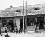 Boryslaw, jüdisches Viertel. Geschäfte im Haus Moses Hersch Erdheims. Aus: Claudia Erdheim: Das Stetl