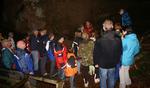 Uwe Groh erläutert den Teilnehmern die Bedeutung von unberührten Höhlen für Fledermäuse