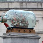 Flasche am Trafalgar Square