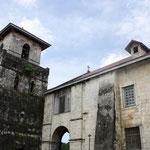 Baclayonkirche mit Padre Pio