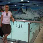 in der Mall of Asia gibt es sogar eine Eisbahn