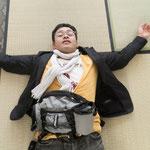 平山郁夫先生が作ったキャラバンサライには、茶道を教える為の畳もありました!ちょっとした待ち時間に日本を思いながら寝っ転がっていたら本当に寝ちゃいました(;´Д`)