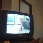 帰国を控え、ふと斉藤先生のお部屋に行ったら急にウズベキスタン放送でFotobiennaleの映像が!チラッと映った自分は撮りそこねましたが、私の作品を見て下さっている人達の映像をなんとか捉えました!!