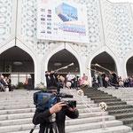 そしてFotobiennaleの総合オープニング。ウズベキスタン国営放送もきております。