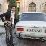 なんと40年前のロシアの車。現役です。でも40年前ってすごすぎるから・・・もしかしたら14年前なのかも。と今思った。