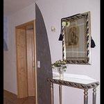 Chamäleoneffekt: hier paßt sich die Wand den Möbeln an.