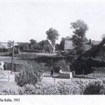 Die Dahmlosche Kuhle (Dahmlos-Kuhle / heute der Karl-May-Platz) war 1951 schon zum Teil verfüllt. Das Haus am Rand der Kuhle ist heute `Am Kalkberg Nr.16`