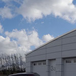 Ansicht von Norden, Garage mit Eternitverkleidung.