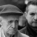 Rostros anónimos. Robado en blanco y negro. Fotografía tomada en la Calle Cantón Grande de A Coruña. Distinguida con 1 premio en Concursos Fotográficos del Grupo Aficionados a la Fotografía en Flickr con más de 4000 miembros.  PVP. 40 €