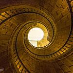 Infinito. Escalera de caracol del Museo do Pobo Galego. Distinguida con 2 premios en Concursos Fotográficos del Grupo Aficionados a la Fotografía en Flickr con más de 4000 miembros.  PVP. 40 €