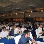 セミナー会場、200名を超える参加者