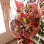 宴会場で渡すと盛り上がる大きな花束