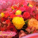 色ミックスのバラの花束