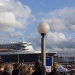 Eines der grössten Schiffe, die Queen Mary ll, fuhr als eines der letzten aus