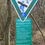 Für die Natur wertvoller Randbereich des Teichs