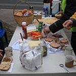 Reich gedeckter Tisch für fleißige Arbeiter/innen